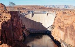De Dam en de brug van de Canion van de nauwe vallei Stock Foto's