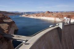 De Dam en Meer Powell van de Canion van de nauwe vallei Stock Afbeelding