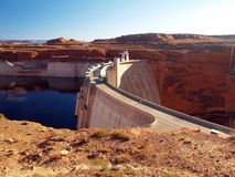 De Dam en Meer Powell van de Canion van de nauwe vallei Stock Foto's