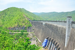 De dam van Bhumiphol in Tak, de Hydro Elektrische Dam van de Macht Royalty-vrije Stock Afbeeldingen