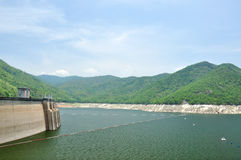 De dam van Bhumiphol in Tak, Thailand Stock Afbeelding