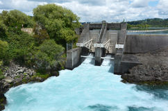 De Dam van de Aratiatiastroomversnelling dichtbij Taupo - Nieuw Zeeland Stock Foto's