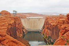 De Dam van de Canion van de nauwe vallei en de brug Stock Afbeelding