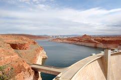 De Dam van de Canion van de nauwe vallei met Meer Powell Royalty-vrije Stock Afbeeldingen