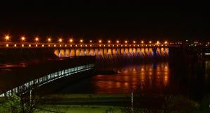 De dam van de macht in de nacht Royalty-vrije Stock Afbeeldingen