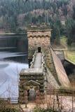 De dam van het Derwentreservoir Stock Foto