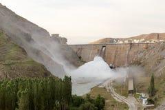 De dam van het Kirovreservoir Gebouwde 1965 - 1975, het gezicht van Lenin ` s op de advertentie Stock Foto's