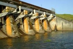 De dam van het reservoir Stock Afbeeldingen