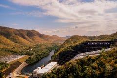 De dam van Srinakarin in kanchanaburi, Thailand royalty-vrije stock foto's