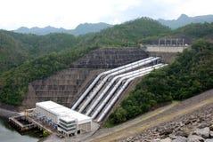 De dam van Srinakarin in Thailand royalty-vrije stock foto