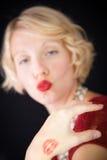De dame die van de pret kussen verzenden Stock Fotografie