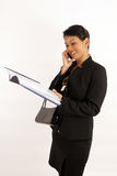 De Dame die van het bureau op telefoon babbelt Royalty-vrije Stock Foto
