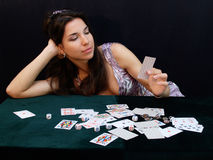 De dame die van het casino keus maakt Stock Afbeelding