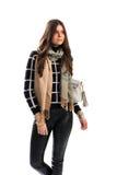 De dame draagt beige sjaal Stock Fotografie