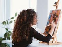 De damestilleven van de kunsthobby begaafd het schilderen huis royalty-vrije stock foto
