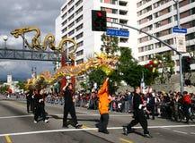 De dans van de draak in een Chinese Parade van het Nieuwjaar Royalty-vrije Stock Fotografie