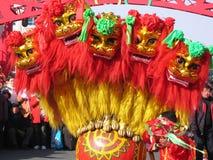 De dans van de leeuw voor Chinese nieuwe ye stock fotografie