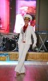 De dans van de zeeman bullseye door dansers, actoren wordt uitgevoerd van de groep van St. Petersburg verklaart muziekzaal die Stock Foto's
