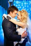 De dans van het huwelijk de bruid en de bruidegom stock foto