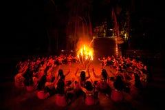 De Dans van Kecak op het eiland van Bali Stock Foto's