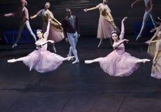 De dans van Sigfrido met twee meisje II Royalty-vrije Stock Foto