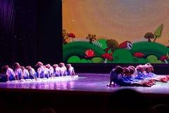 De Dansacademie die van Peking van de arbeidsglorie van het de dansonderwijs van test opmerkelijke kinderen ` s de voltooiingsten Stock Foto's