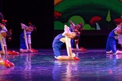De Dansacademie die van Peking van de arbeidsglorie van het de dansonderwijs van test opmerkelijke kinderen ` s de voltooiingsten Stock Afbeeldingen