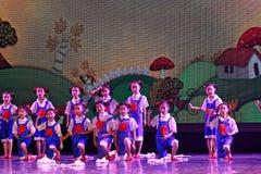 De Dansacademie die van Peking van de arbeidsglorie van het de dansonderwijs van test opmerkelijke kinderen ` s de voltooiingsten Stock Foto