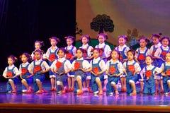 De Dansacademie die van Peking van de arbeidsglorie van het de dansonderwijs van test opmerkelijke kinderen ` s de voltooiingsten Royalty-vrije Stock Afbeeldingen