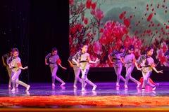 De de Dansacademie die van Peking van Kinderen` s Korpsen van het de dansonderwijs van test opmerkelijke kinderen ` s de voltooii stock afbeeldingen