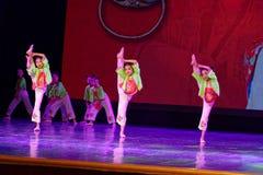 De Dansacademie die van Peking van de perenlente van het de dansonderwijs van test opmerkelijke kinderen ` s de voltooiingstentoo Stock Fotografie