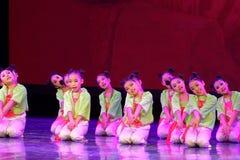 De Dansacademie die van Peking van de perenlente van het de dansonderwijs van test opmerkelijke kinderen ` s de voltooiingstentoo Stock Afbeeldingen