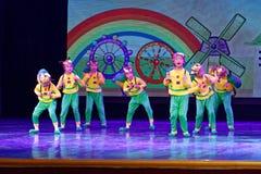 De Dansacademie die van Peking van de slakdroom van het de dansonderwijs van test opmerkelijke kinderen ` s de voltooiingstentoon Royalty-vrije Stock Afbeeldingen