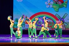 De Dansacademie die van Peking van de slakdroom van het de dansonderwijs van test opmerkelijke kinderen ` s de voltooiingstentoon Royalty-vrije Stock Afbeelding