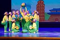 De Dansacademie die van Peking van de slakdroom van het de dansonderwijs van test opmerkelijke kinderen ` s de voltooiingstentoon Royalty-vrije Stock Fotografie