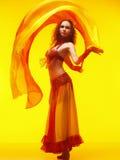 De dansen van het oosten op geel Stock Foto