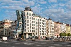 De dansende bouw van het huisbureau in Praag Stock Afbeelding