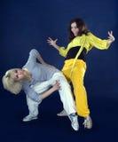 De dansende heup-hop van tieners in de duisternis royalty-vrije stock foto