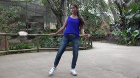 De Dansende Hiphop van het tienermeisje stock videobeelden