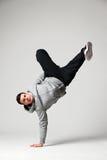 De danser die van de hiphop zich op één hand bevinden Stock Afbeelding