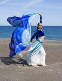 De Danser van de buik op een Strand Stock Foto