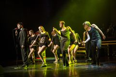 De dansers van Caro Dance Theatre presteren op stadium Royalty-vrije Stock Afbeeldingen