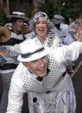 De dansers van de School van Londen van Samba drijven Stock Afbeeldingen