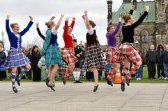 De Dansers van het hoogland presteren op de Dag van het Geruite Schotse wollen stof Stock Afbeelding