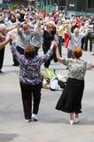 De dansers van Sardana, Barcelona stock foto's