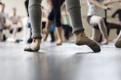 De danspraktijk van het ballet royalty-vrije stock afbeeldingen