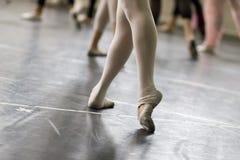 De danspraktijk van het ballet Stock Foto