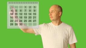 De datum van de mensenkeus op kalender Planningsperiode van maand Het seizoenperiode van de planvakantie op het virtuele scherm A Royalty-vrije Stock Afbeelding