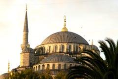De de blauwe Koepel en minaret van de Moskee royalty-vrije stock afbeeldingen