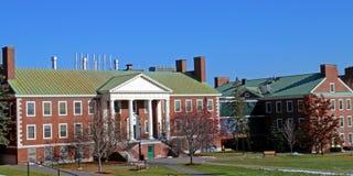 De de campusbouw van de universiteit bij Universiteit Colby Stock Fotografie